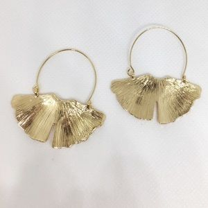 NWT Anthropologie gold ginkgo earrings
